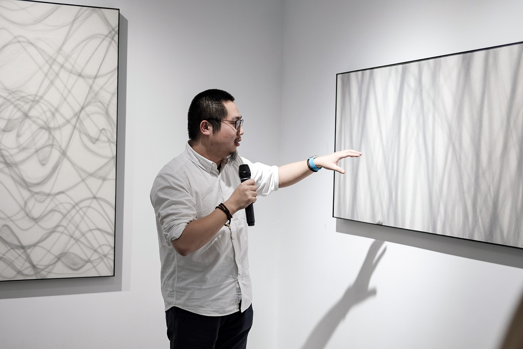 Independent Curator Yang Xi analyzing the works of Wang Chao